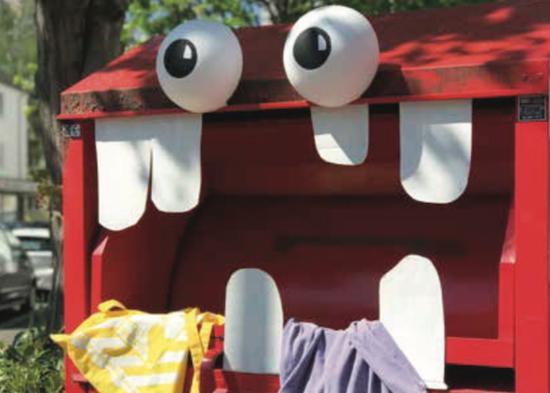 Kleidercontainermonster